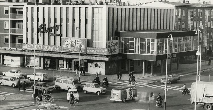 Bioscoop Eurocinema aan de Leyweg circa 1965 fotograaf Stokvis